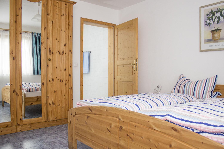Das Doppelbett der Ferienwohnung 2