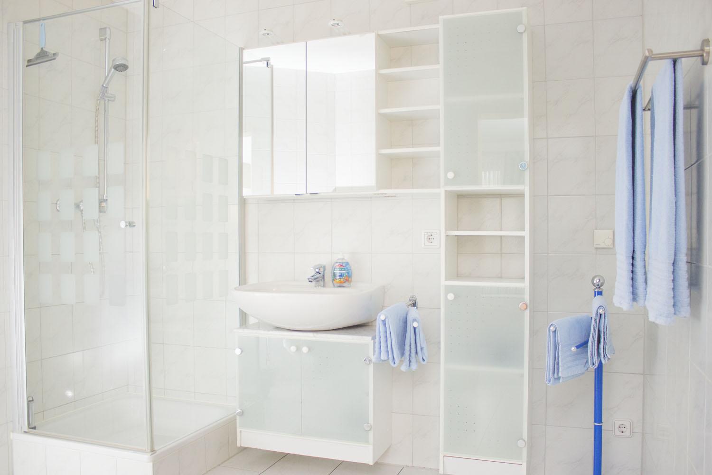 Das Badezimmer mit Dusche in Ferienwohnung 2