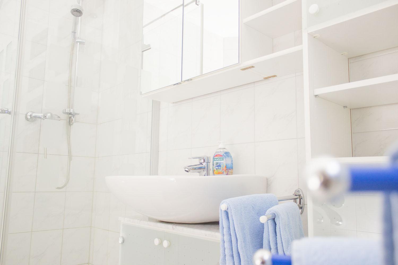 Nahaufnahme des Badezimmers in Ferienwohnung 2